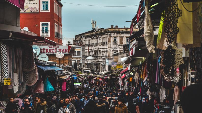 Istanbul: Einigen Türken reichte es, sie gingen weg, der Repression aus dem Weg, die in den letzten Jahren nur wuchs. Doch mindestens genauso viele sind geblieben.