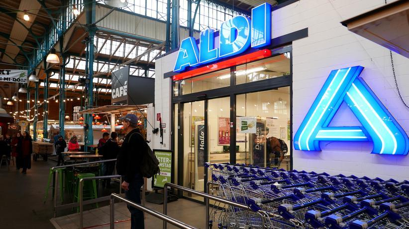 Markthalle Neun: Vorne billiger Discounter, hinten teure Foodie-Spezialitäten: In der Markthalle Neun in Berlin-Kreuzberg stoßen bislang noch zwei Lebenswelten aufeinander.