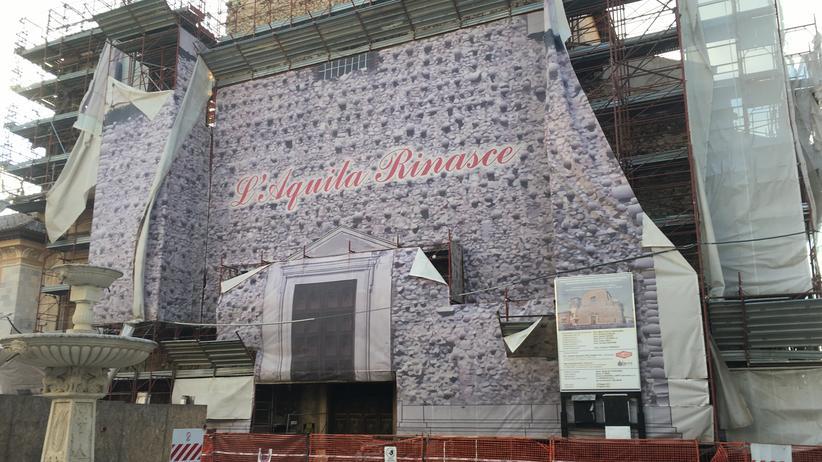 Erdbeben in Italien: Kirche Santa Margherita in L'Aquila, Italien