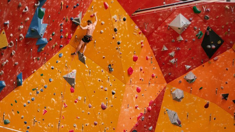 Klettern: Vom Nischen- zum Trendsport: Derzeit gibt es in Deutschland rund 500 Kletterhallen.