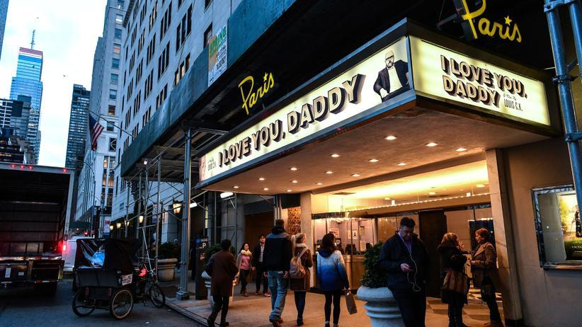 """Louis C.K.: """"I love you, Daddy"""": Im November 2017 sollte der Film von Louis C.K. in New York Premiere feiern. Nachdem bekannt wurde, dass der Künstler Fauen belästigt hatte, wurde die Vorstellung abgesagt."""