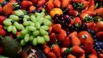 Obst: Erdbeertrauben