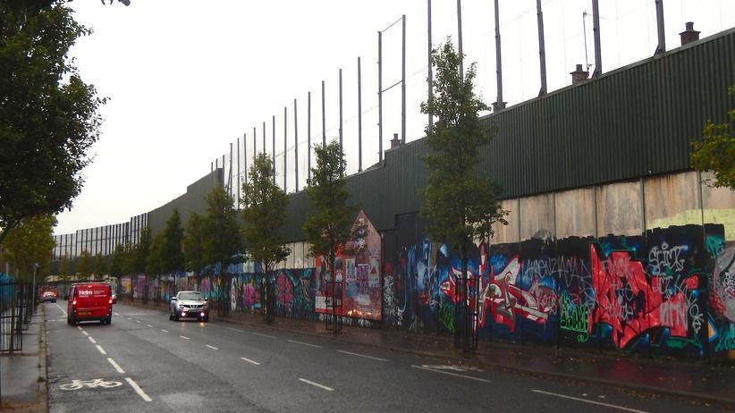 """""""Peace Wall"""" zwischen Shankill und Falls Road"""