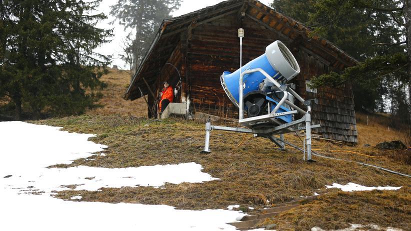 Schnee: Schneekanone in Adelboden