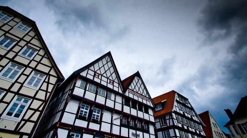Gestrandet in: In Soest gibt es mittelalterliche Häuser und einen schiefen Kirchturm.