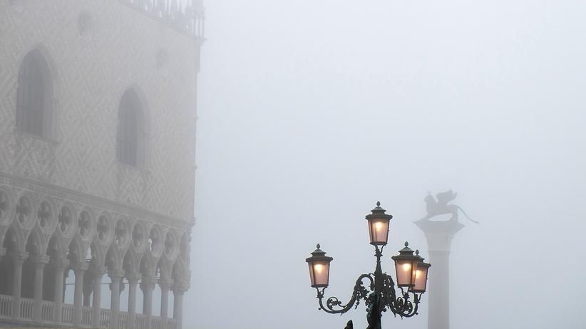 Venedig: An manchen Wintertagen versinkt der Markusplatz im Nebel.
