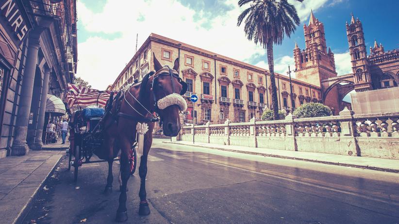 Sizilien: Straßenszene in Palermo