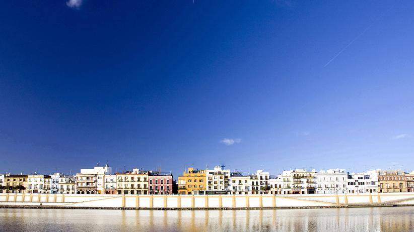 Städtereisen: Sevillas Stadtteil Triana liegt am Fluss mit dem schönen Namen Guadalquivir.