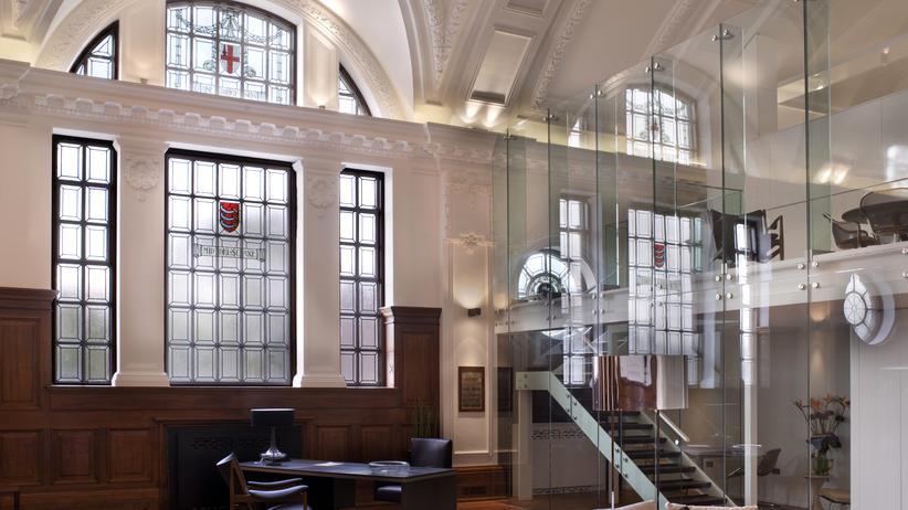 London: Auch die Fenster verraten, dass das Gebäude mal ein Rathaus war.