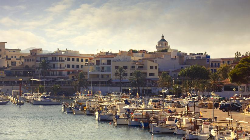 Tourismus: Der Jachthafen von Cala Ratjada im Osten Mallorcas