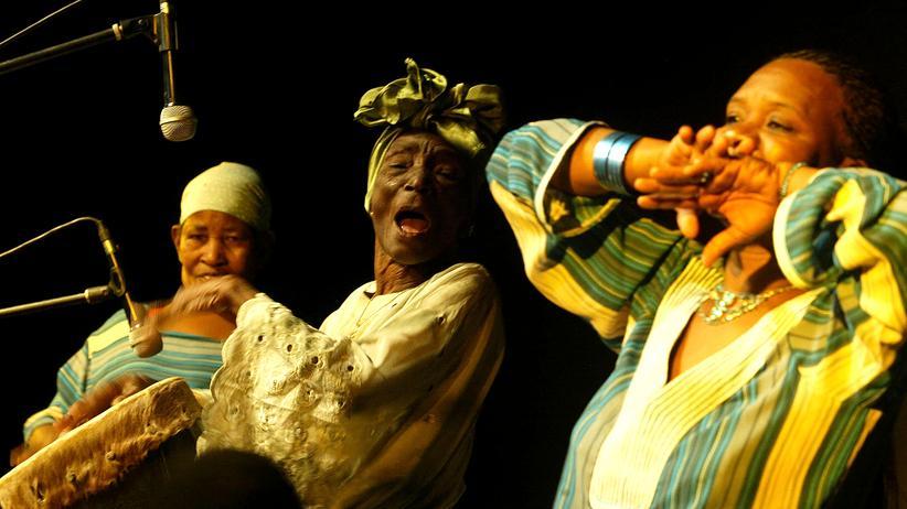 Sansibar: Taarab ist die mit Abstand beliebteste Musikrichtung auf Sansibar und bis heute eigentlich nur Männern vorbehalten.