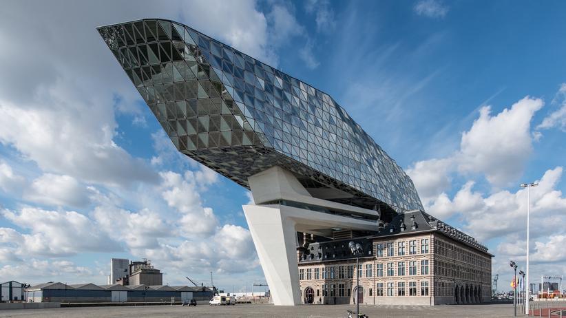 Antwerpen: Zaha Hadids spektakuläre Verwandlung einer ehemaligen Feuerwehrkaserne im alten Hafen ist das neue Wahrzeichen der Stadt.