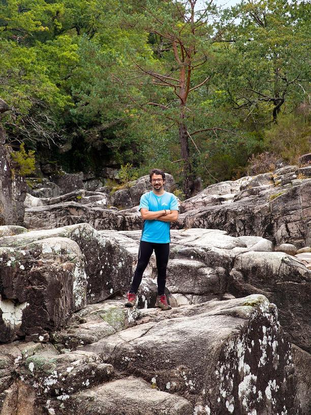 Portugal: Felsenfest: In der Mata da Albergaria führt Diogo Sá Lima Wanderer durch die Wildnis.