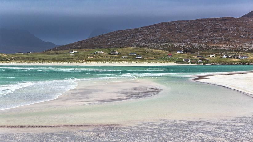 Äußere Hebriden: So paradiesisch der Strand von Luskentyre wirkt, die Temperaturen sind mit 13 Grad im Hochsommer schottisch kühl.