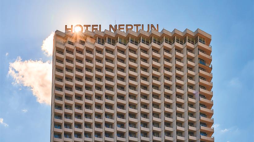 Hotel Neptun: Neptun und seine Gäste