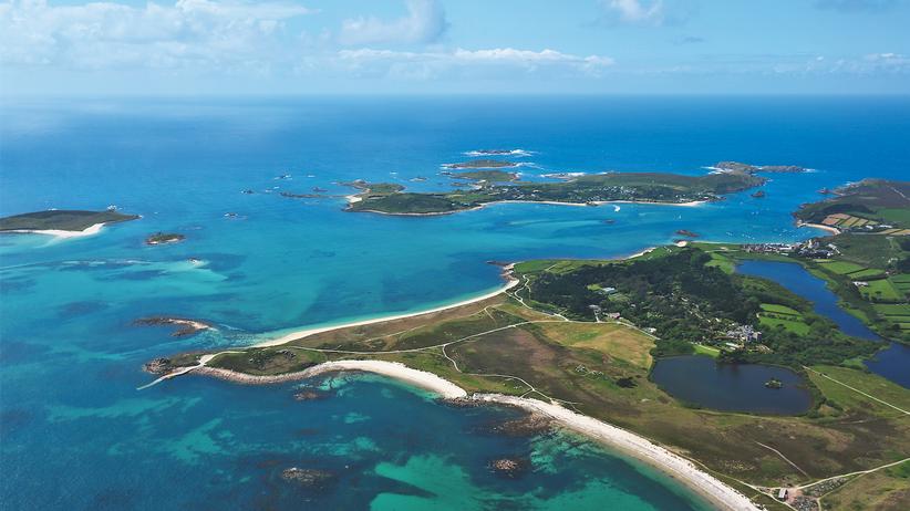 Isles of Scilly: Anflug auf St Mary's: Die Hauptinsel zählt 1.500 Einwohner.