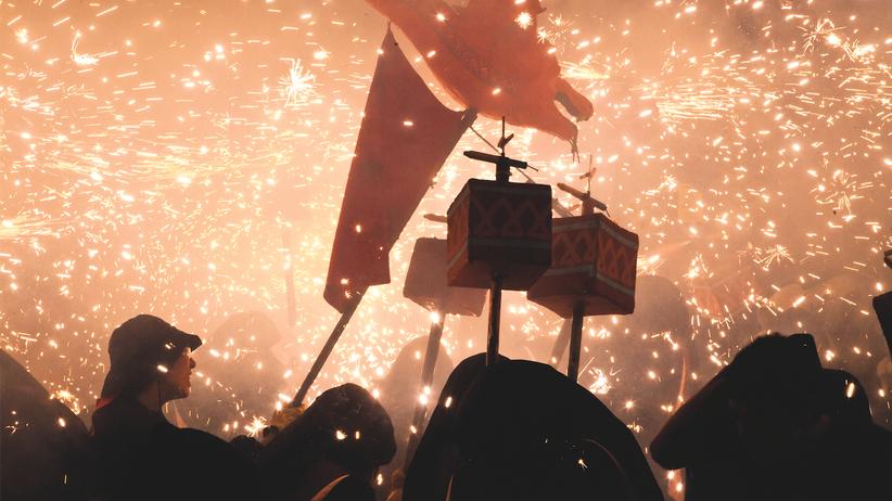 Katalonien: Feuerwerk und Dämonen aus Pappmaschee: Die Katalanen brennen für den Correfoc, das Fest, bei dem der Teufel los ist. Nur ahnungslose Touristen verletzen sich dabei.