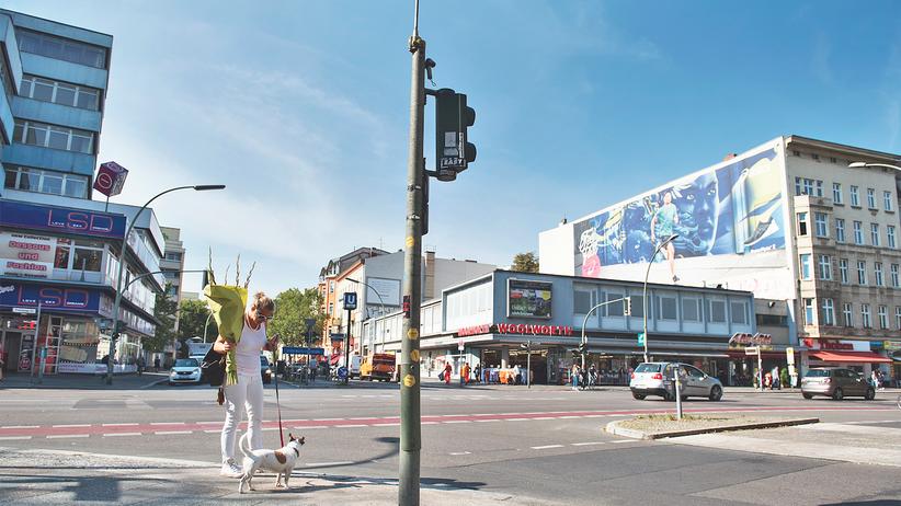 """Potsdamer Straße: Wo die hippe Potsdamer Straße endet und eine ganz andere beginnt: An der Kreuzung mit der Kurfürstenstraße, bis heute Straßenstrich, steht LSD für """"Love, Sex and Dreams""""."""