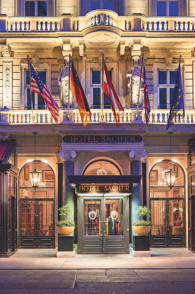 Sachertorte: Treffpunkt für Adel, Millionäre, Prominenz: das Hotel nah der Staatsoper.