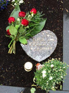 Wer darf leben?: Ein zu einem Herzen geschliffener Stein erinnert an Luca (den Nachnamen hat die Redaktion unkenntlich gemacht).