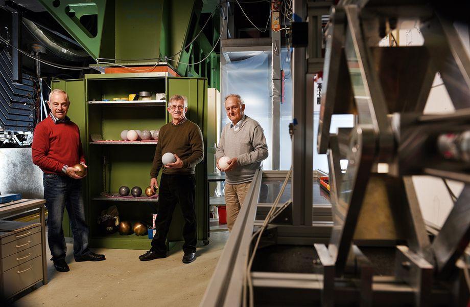 Physiker Desy Newton Schwerkraft Baracker Versuch Experiment