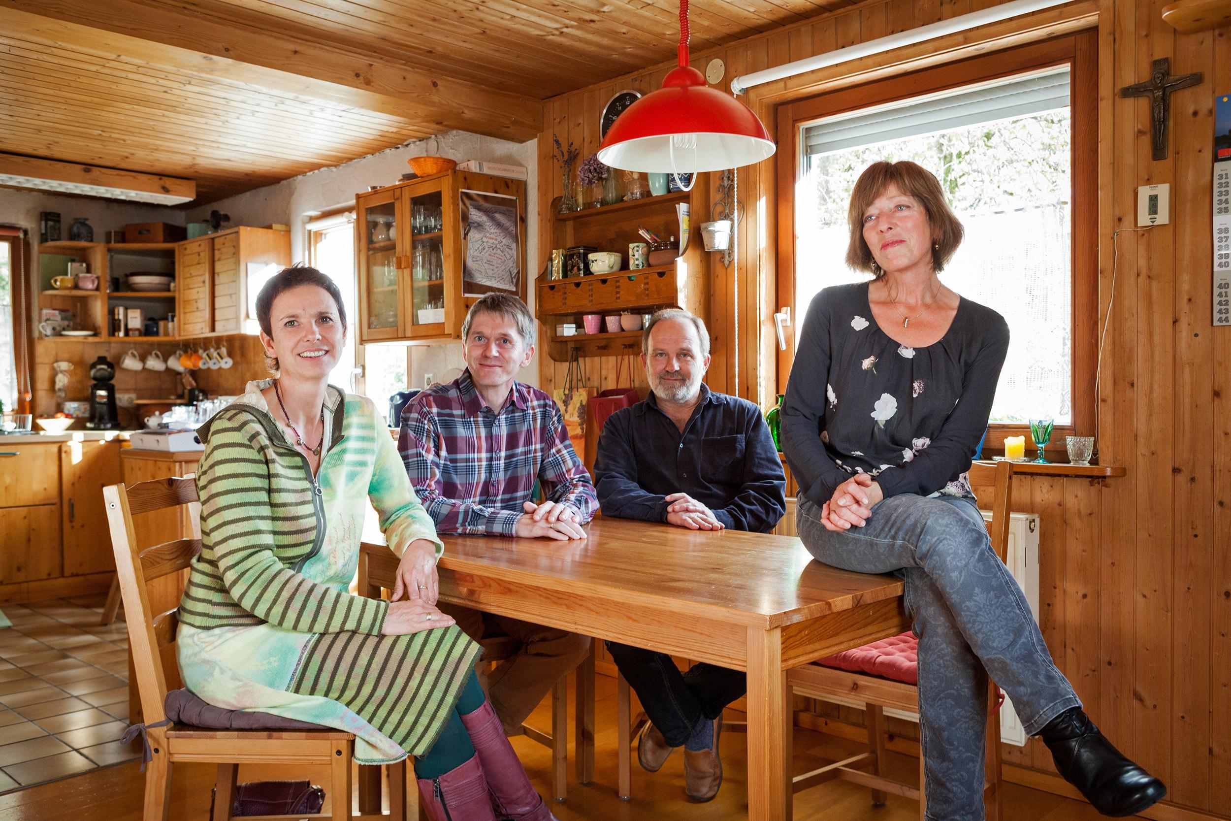 Heidi und Matthias Riedel in der Küche von Eberhard und Erika Knödler im Schwarzwald