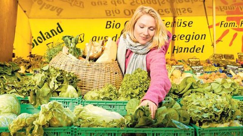 Klimaschutz – Tun wir genug?: Tanja Stelzer kauft mal bio - und mal nicht. Denn manche Anbieter lassen sich das gute Gewissen allzu teuer bezahlen