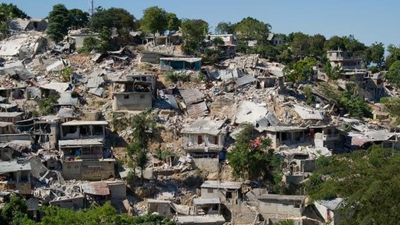Nur noch Schutt und Zerstörung: Blick über ein Wohnviertel in Port-au-Prince, das jetzt nur noch aus Ruinen besteht