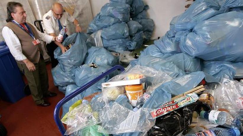 Luftverkehr: Flaschen dürfen schon ab 2012 an Bord