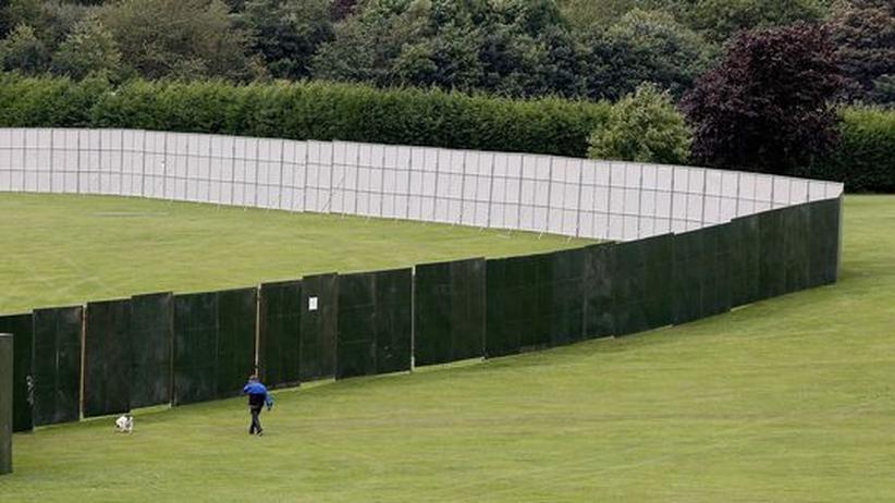 Weiter Bühnen- und Sicherheitszaun im Cofton Park für den Besuch des Papstes in England