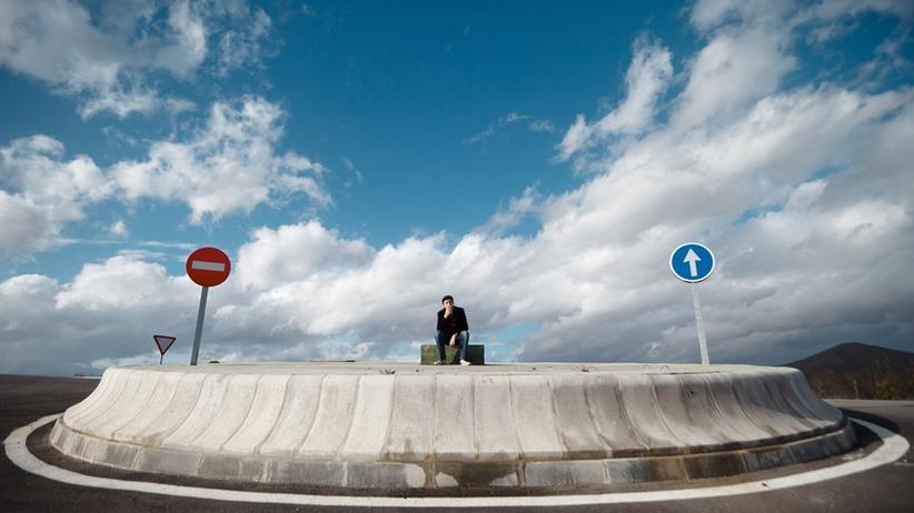 Kreisverkehr: Mit der Straße in den Kreisel