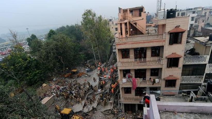 Neu Delhi: Dutzende Menschen sterben in eingestürztem Haus
