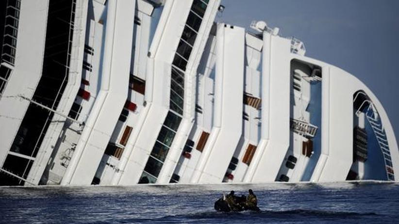 """""""Costa Concordia"""": Sprengungen sollen Tauchern den Weg freimachen"""