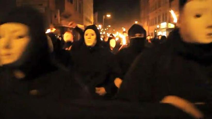 Neue deutsche Nazis: Flashmobs gegen die Demokratie