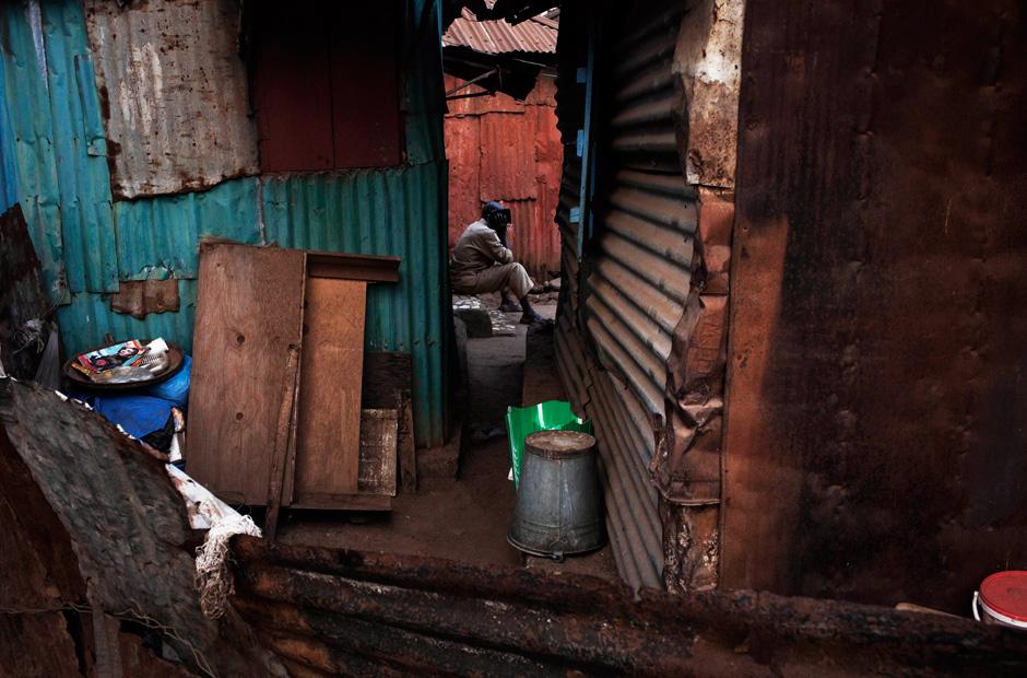 Selten können sich die Bewohner eine echte Reparatur leisten, nach und nach weicht das Holz der Kolonialzeit dem Wellblech.