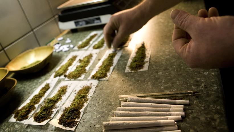 Joints (Marihuana-Zigaretten) in einem Coffeeshop in den Niederlanden