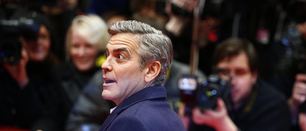 """George Clooney auf dem roten Teppich der Berlinale vor der Premiere seines Films """"Monuments Men"""""""