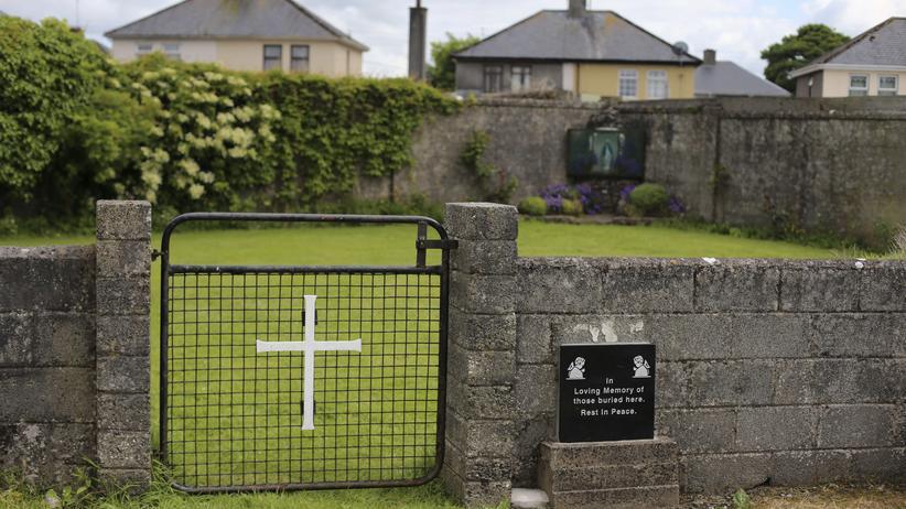 Der Eingang zum Massengrab im irischen Bon-Secours-Kinderheim