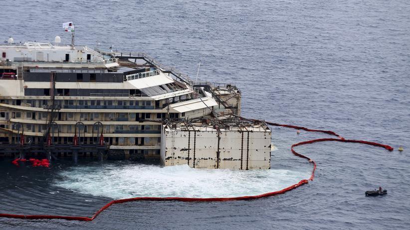 Kreuzfahrtschiff: Die Costa Concordia schwimmt wieder