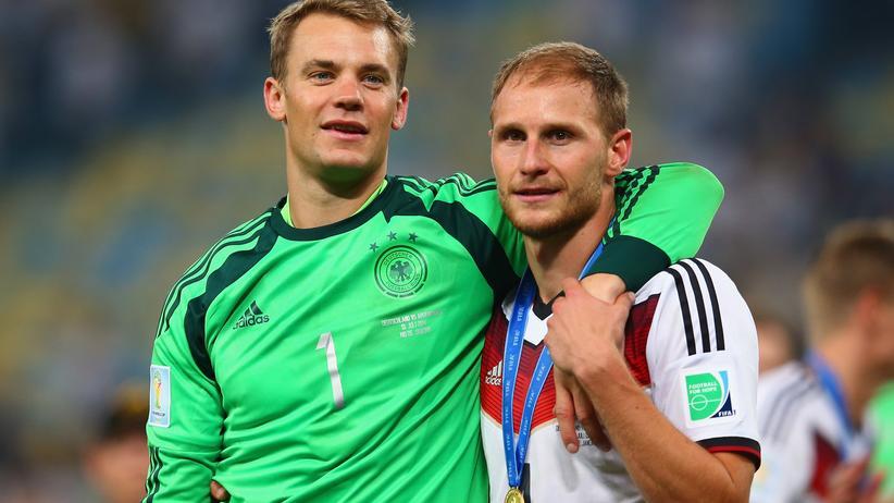 Fußball-WM: Manuel Neuer und Benedikt Höwedes nach dem Sieg im WM-Finale