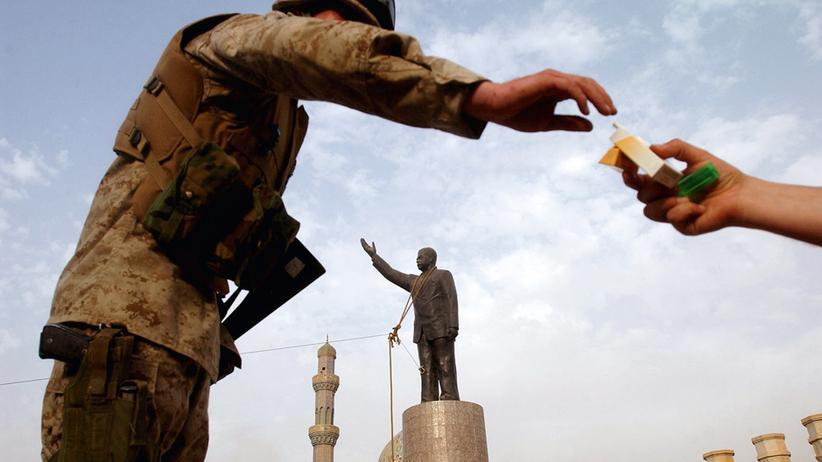 James Hill: Irgendwo zwischen Krieg und Frieden