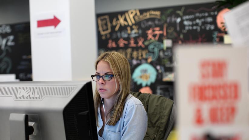 Apple und Facebook: Eine Mitarbeiterin von Facebook in Menlo Park, Kalifornien