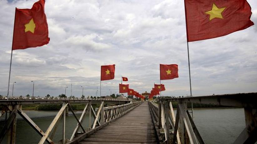 Die Hiền-Lương-Brücke über dem Ben-Hai-Fluss