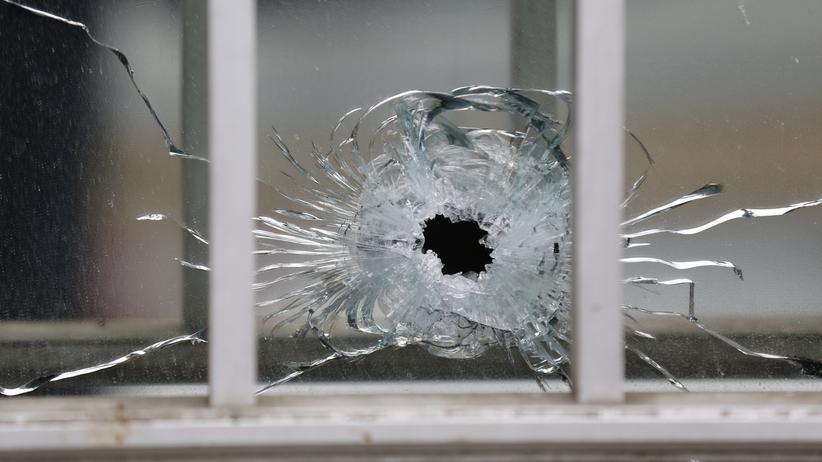 """Attentat """"Charlie Hebdo"""": Einschussloch am Tatort des Attentats auf """"Charlie Hebdo"""" in Paris"""