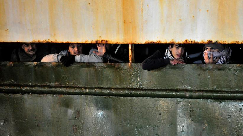 Gesellschaft, Menschenschmuggel, EU-Kommission, Europäische Union, Flüchtling, Frontex, Schiff, Türkei, Algerien, Italien, Libyen, Syrien, Europa, Mittelmeer
