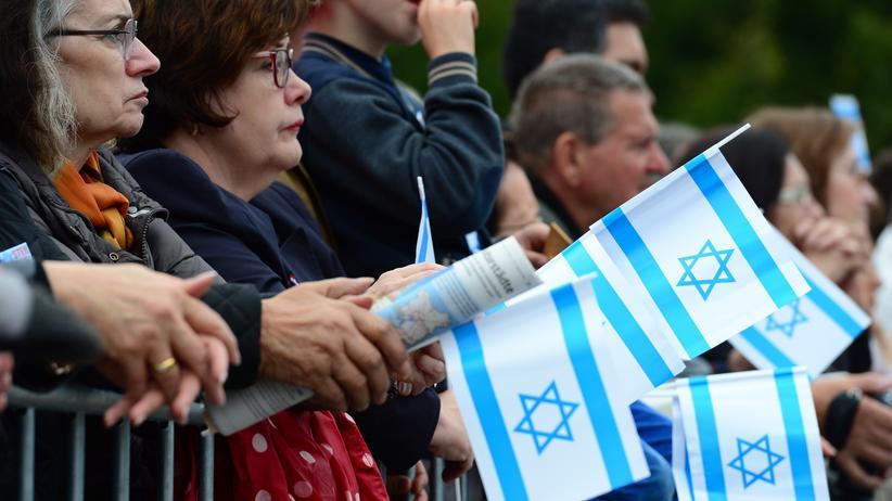 Umfrage: Teilnehmer einer Kundgebung gegen Antisemitismus in Berlin