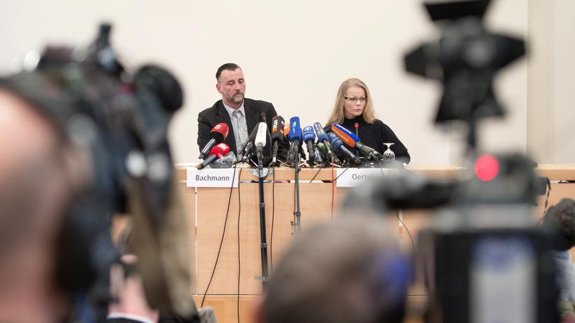 SPD: Lutz Bachmann (L), leader of the anti-Islamic Pegida (Patriotic Europeans Against the Islamisation of the Occident) movement and Pegida spokeswoman Kathrin Oertel give a press conference on January 19, 2015 in Dresden, easatern Germany. German police banned a planned rally by the movement and other public open-air gatherings in the eastern city of Dresden on January 19, 2015, citing a terrorist threat.