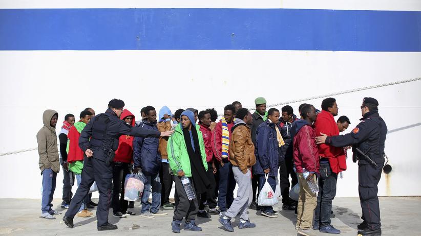 Flüchtlinge: Flüchtlinge in Italien (Archivbild)