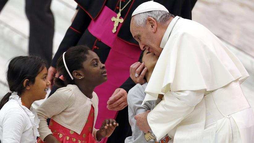Erziehung: Papst Franziskus hält das Schlagen von Kindern für in Ordnung