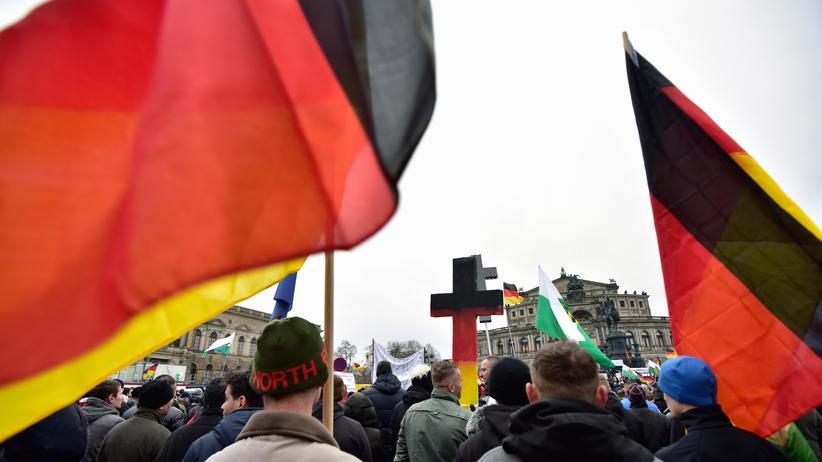 Wer ist Pegida?: Pegida-Anhänger am 25. Januar in Dresden